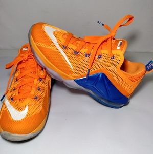 Nike shoes kids youth size 6y!!!